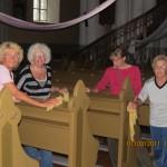 Savanoriai tvarko Šv. Mato bažnyčią